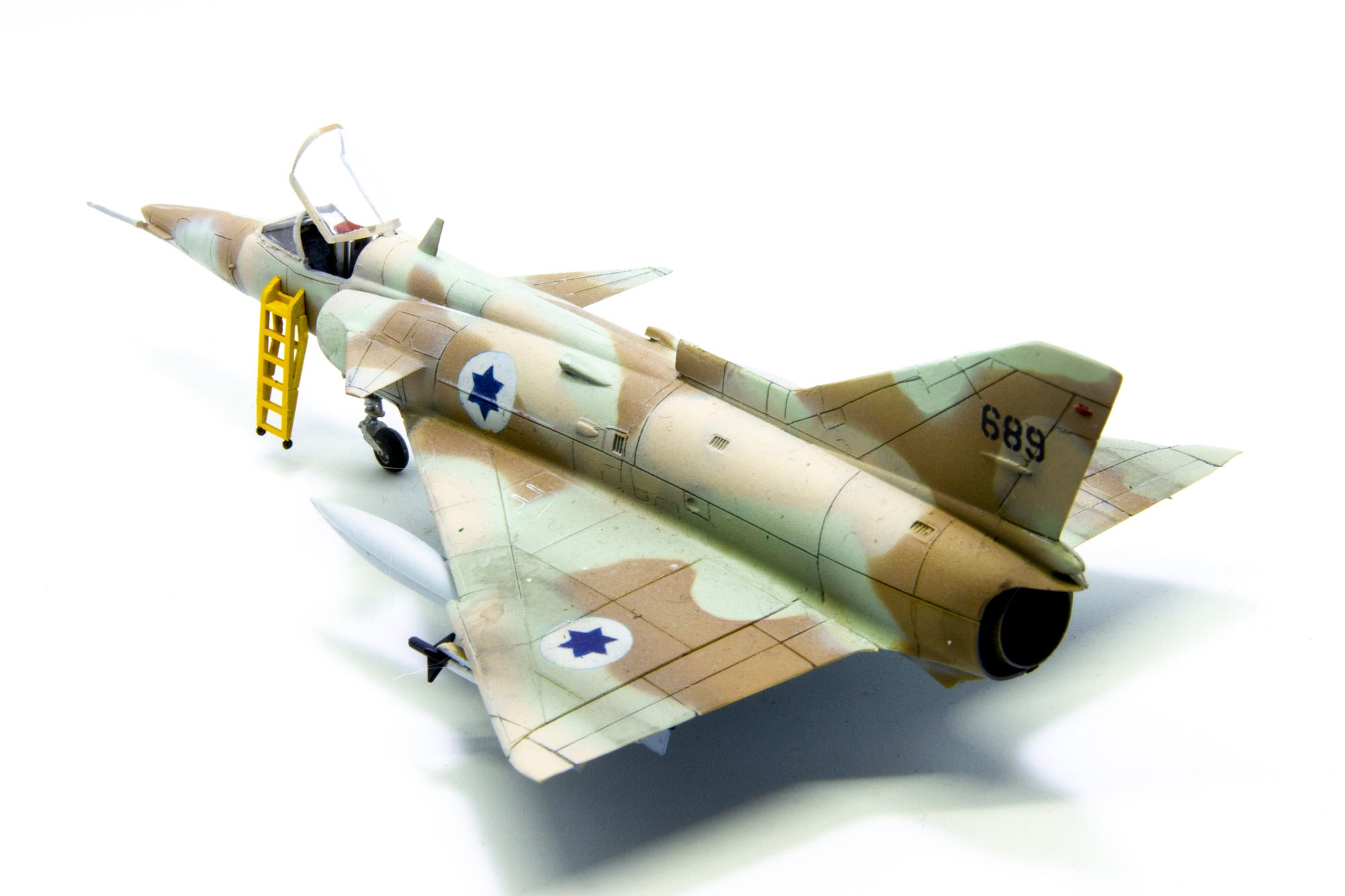 So... How about a little KFIR C2  today.  Old Hasegawa model in 1/72. This is the first model I eve