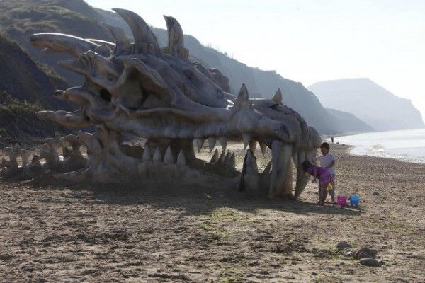 40 Foot Dragon Skull Appears On Beach For Game of Thrones Promotion