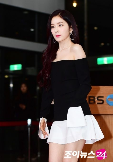 Red Velvet S Irene Is Known As One Of The Most Conservative Female K Pop Idols When It Comes To Showing Skin Revealing Outfits Red Velvet Irene Bare Shoulders