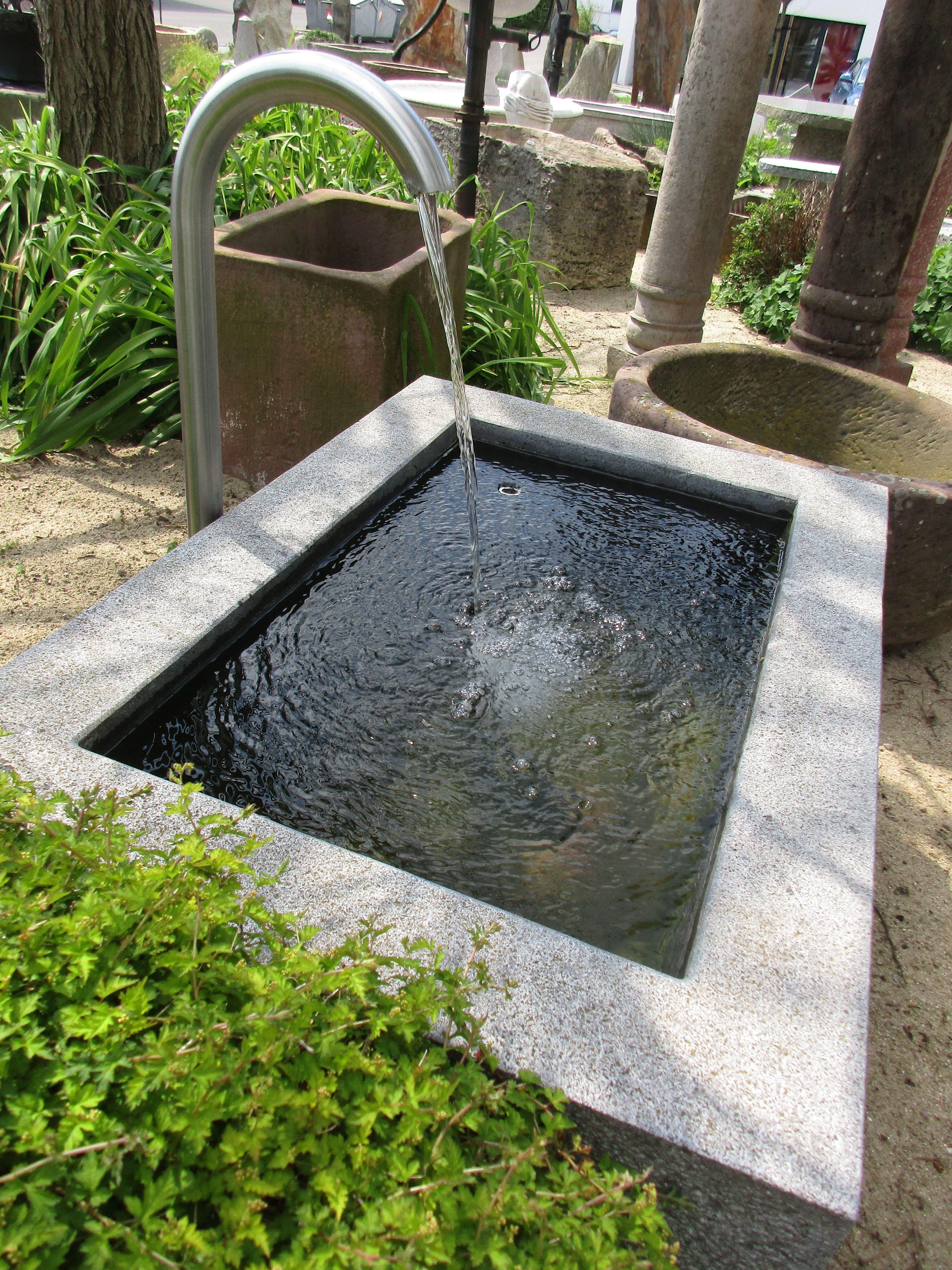 Gartenbrunnen Aus Naturstein Brunnencenter Allgau Gartenbrunnen Brunnen Garten Steinbrunnen Garten