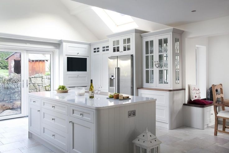 Grey porcelain floor granite worktop white shaker kitchen for Grey kitchen white worktop