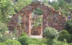 Bildresultat För Ruinenmauer Garten