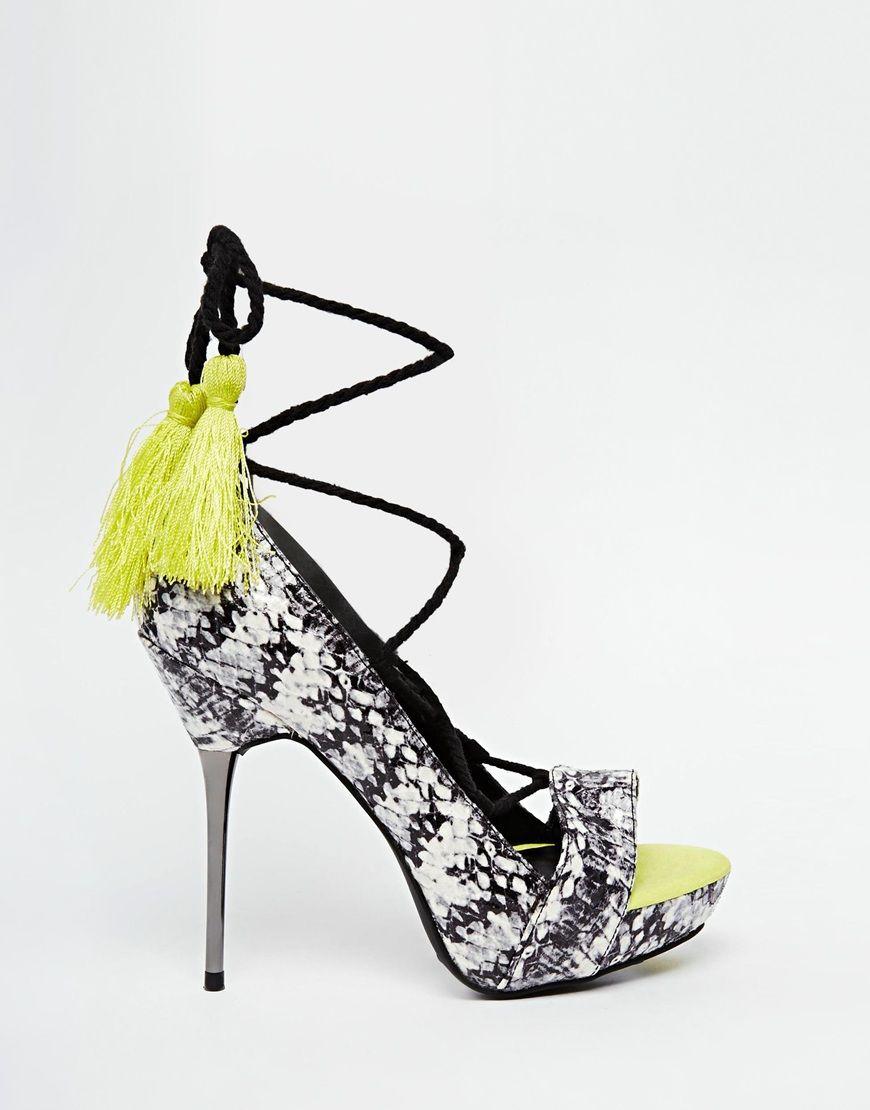 New Look – Sandalen in Schlangenlederoptik mit Absatz und Quastenverzierung