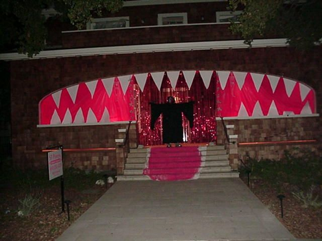 ooeey gooey ideas for outdoor halloween decor if i had an entrance like this - Halloween Decorated House