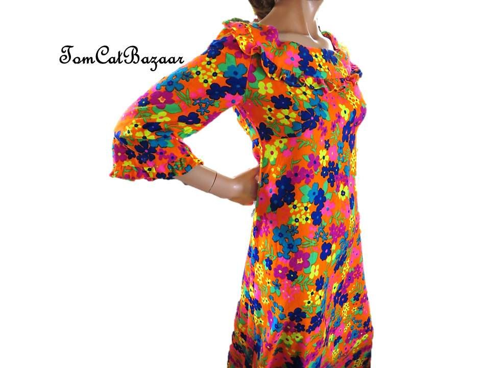 Vintage 1970s Hawaiian Psychedelic Maxi Dress  Flower Hawaii Party Gown Small