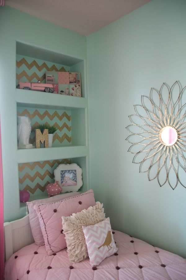 Teal and pink bedroom for girl