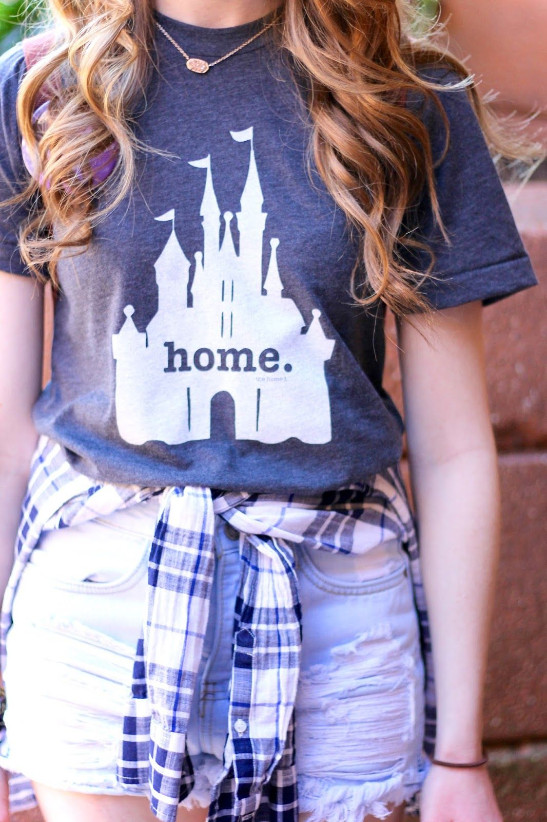 57caa2ba17 i want this t-shirt but with hogwarts castle Disneyland Outfits, Casual  Disney Outfits