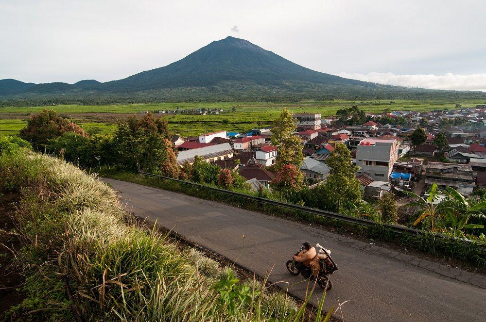 5 Tempat Wisata Alam Dan Budaya Di Jambi Yang Wajib Dikunjungi Di 2020 Pemandangan Alam Trekking