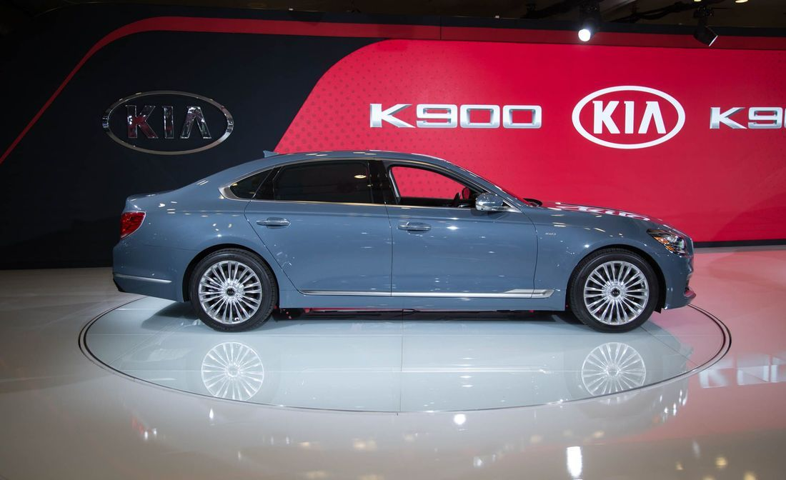 introducing the luxurious kia k900 2019 full size flagship 2019 rh pinterest com