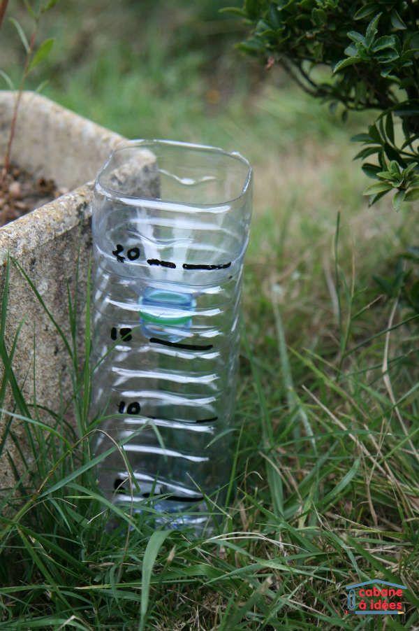 Un Pluviometre Fait Maison Bouteille Plastique Diy Bouteille Plaine De Jeux