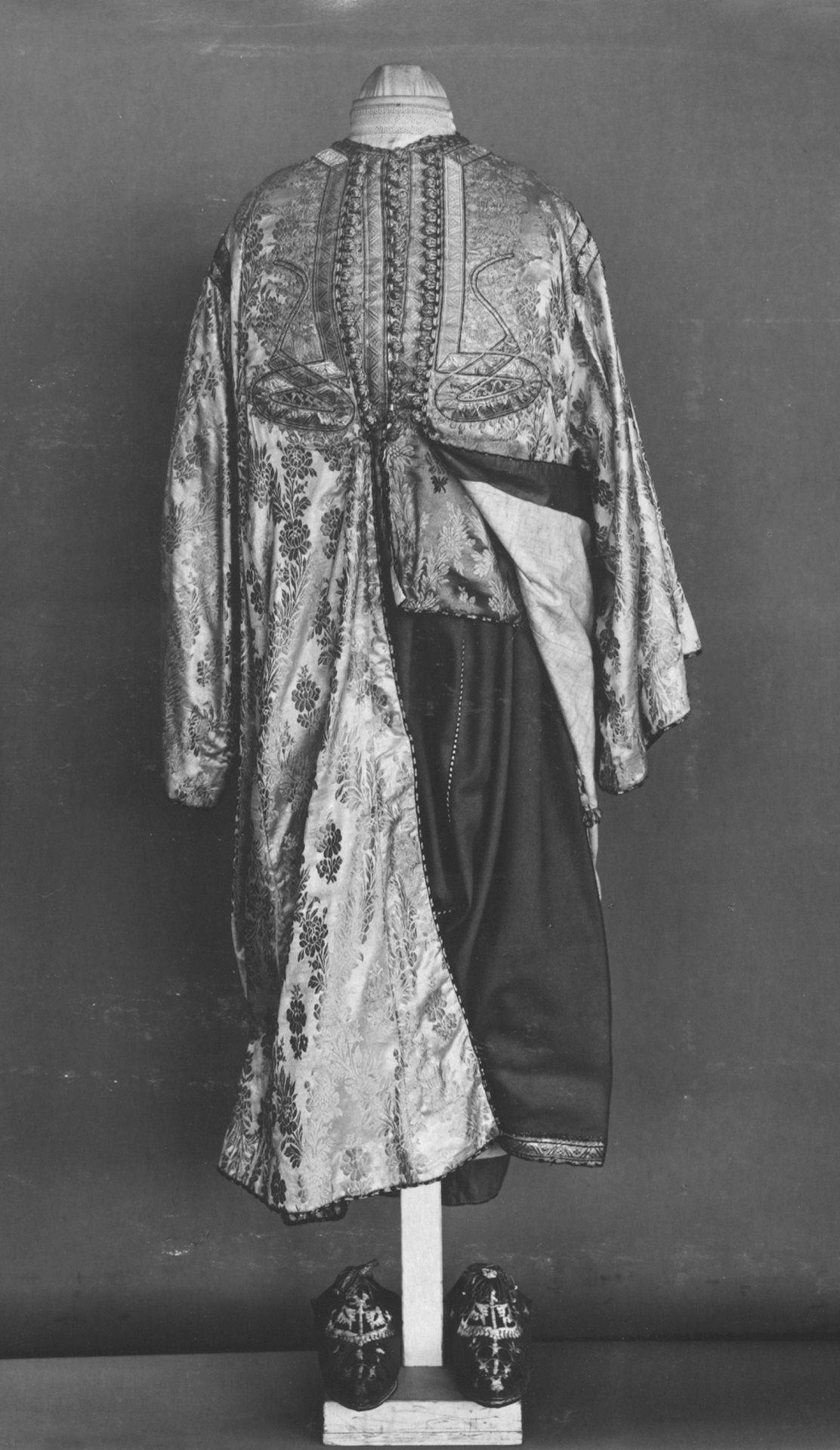 Moroccan Woman S Costume 1800s T 95 1928 Victoria And Albert Museum London Moroccan Fashion Fashion Fashion Design