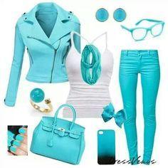 Azul turquesa.