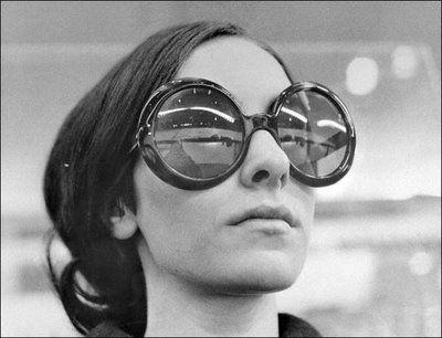 Resultado de imagem para Huge, round sunglasses 1960s