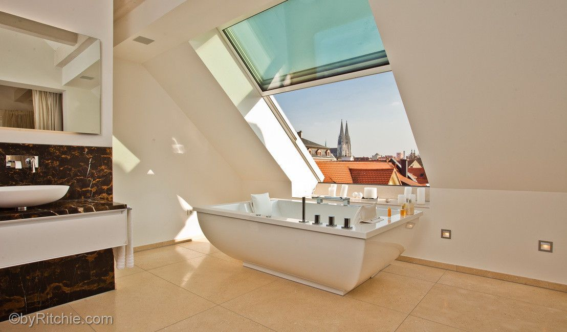 Badezimmer sternenhimmel ~ Luxus im badezimmer dachfenster dachschräge und badewannen