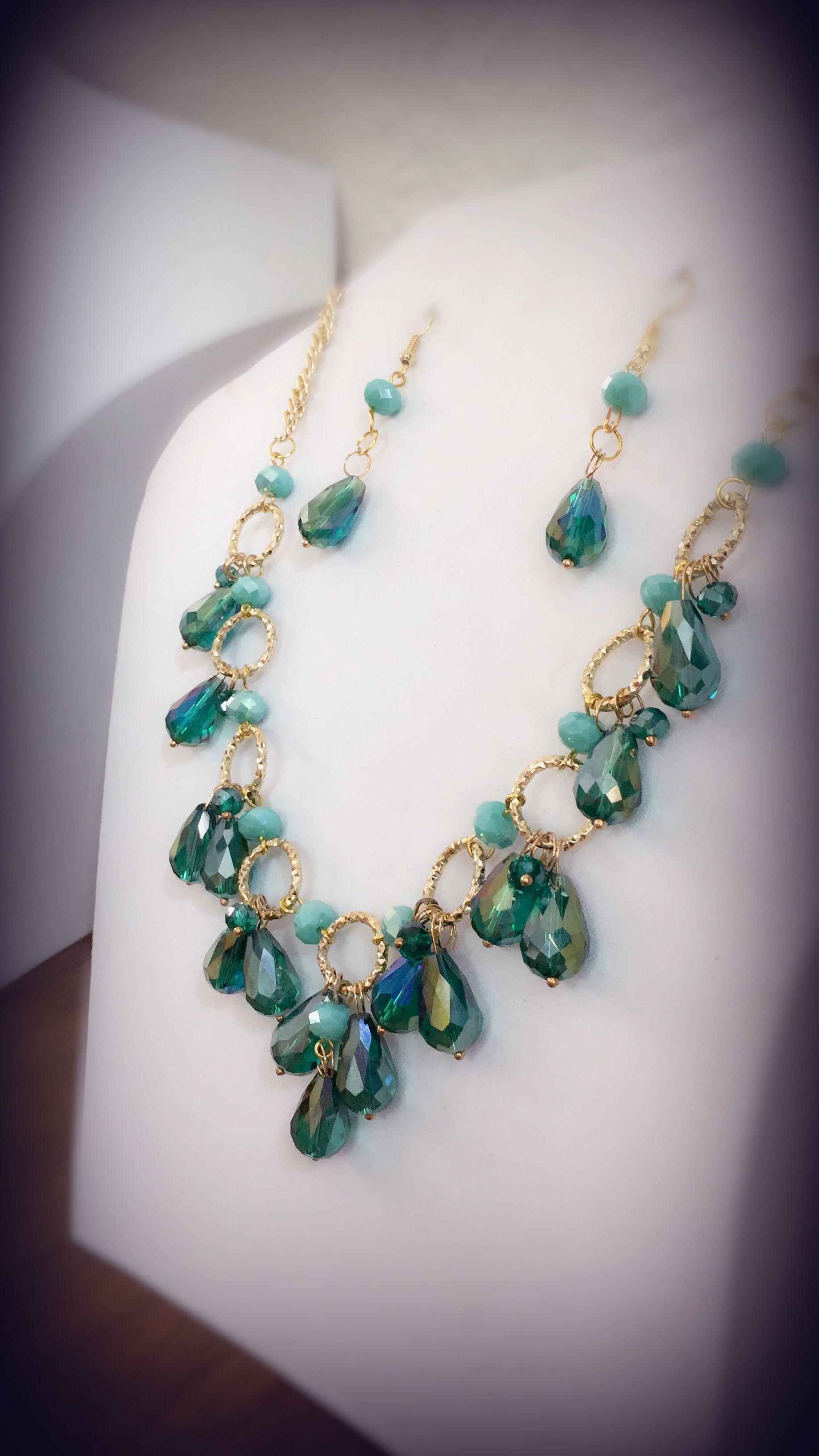 5abfa2057380 Collar con gota de cristal verde