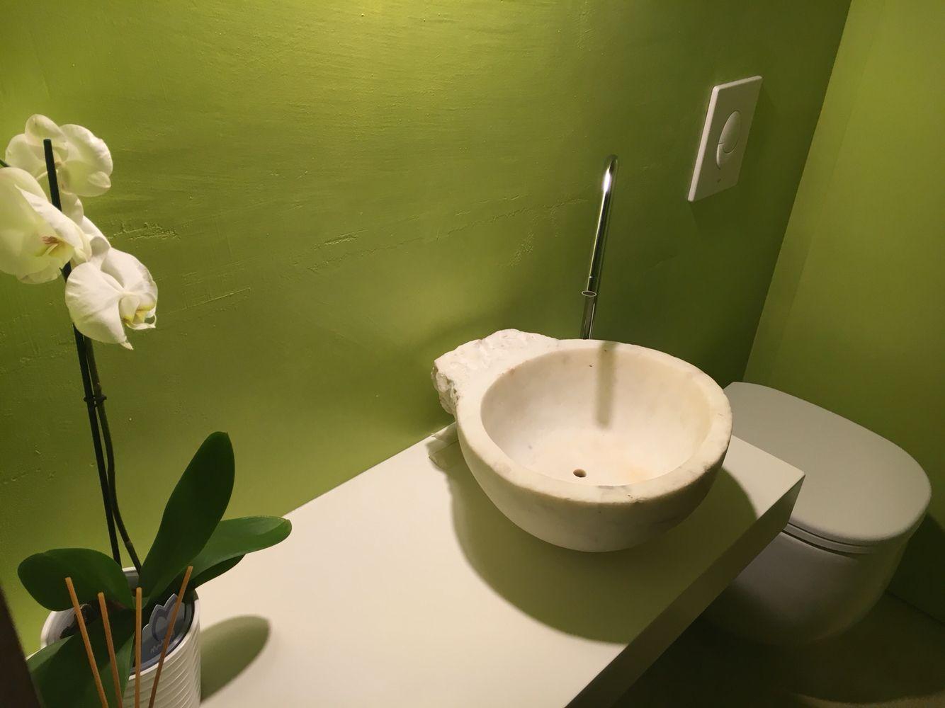 Bagno Verde ~ Piccolo bagno verde acquasantiera antica su mensola laccata