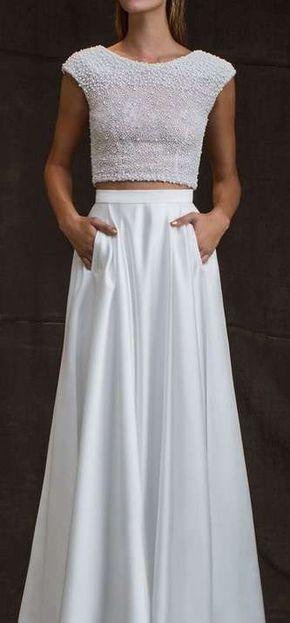 Tendencias de boda 2017: Vestidos de novia de dos piezas [FOTOS] - Vestido de novia dos piezas con mini crop top de perlas
