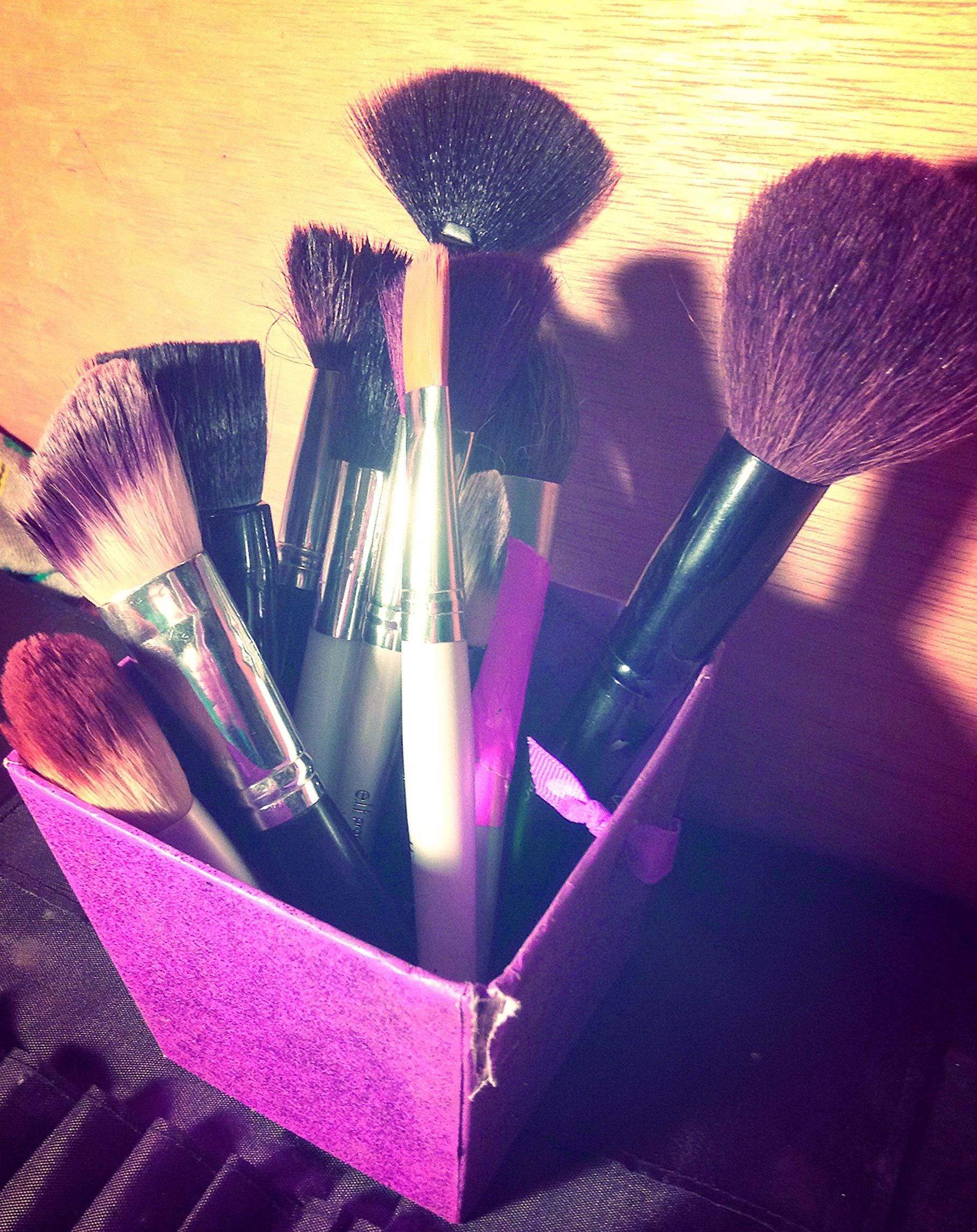 Squeaky clean makeup brushes with Dawn dish soap! By