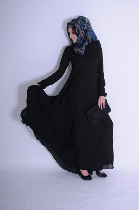 One of the first pictures to inspire me to wear abaya and hijab. So beautiful and elegant