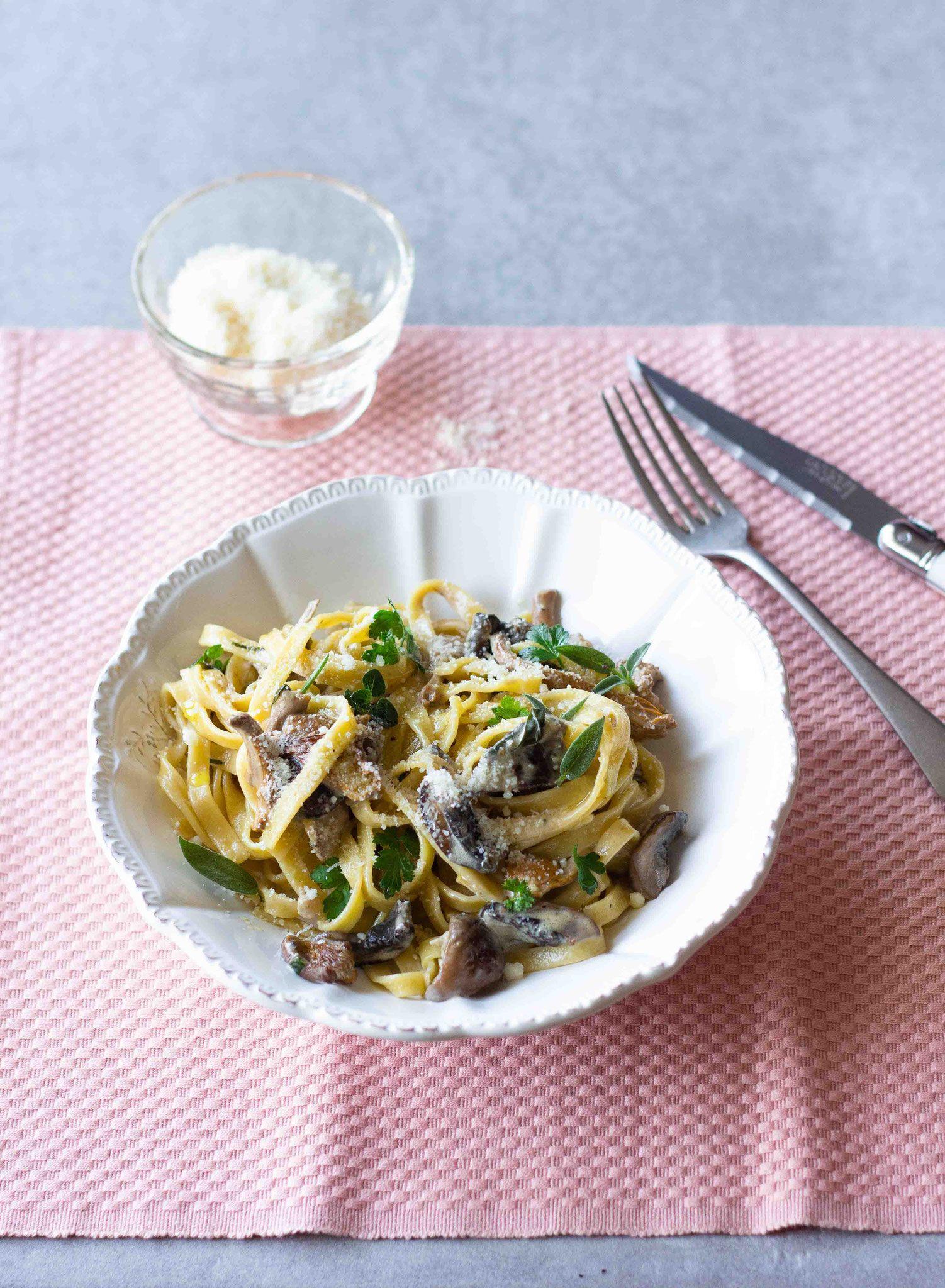Tagliatelles aux champignons, crème & herbes fraîches ...