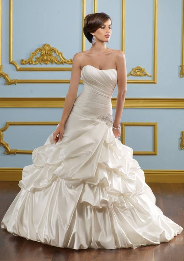 Strapless cream color wedding gown for ladies