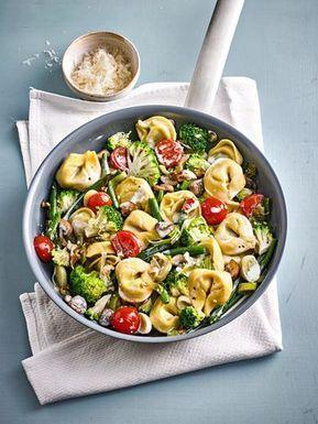 Vegetarische Tortellini - Pfanne, ein beliebtes Rezept aus der Kategorie Gemüse. Bewertungen: 120. Durchschnitt: Ø 4,5. #vegetarischerezepte