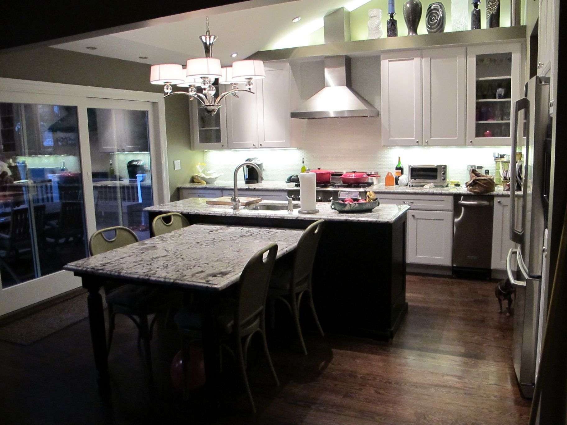 Suburban transitional remodel, photo by Ross Portenoy ...
