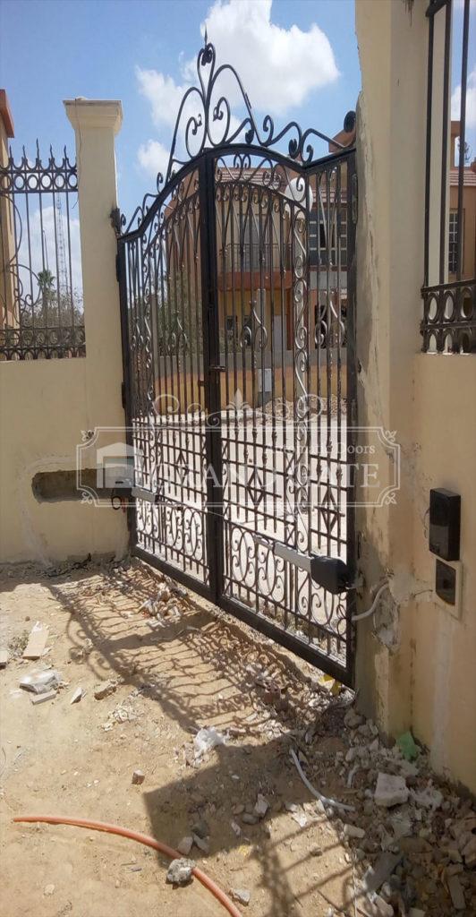 بوابات جراجات الكترونية Outdoor Structures Garage Doors Doors