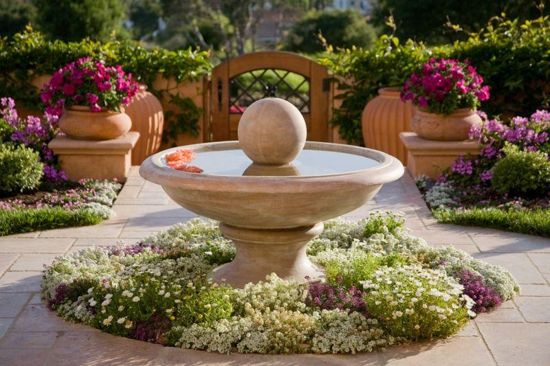 Garten-Brunnen aus Stein - 30 Ideen für dekorative Zierbrunnen ...