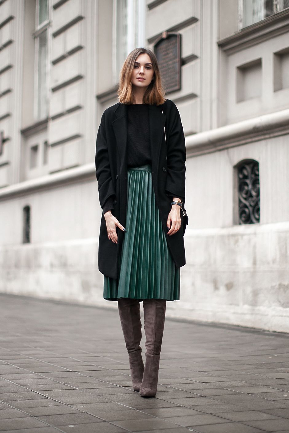 c6a3a583157f how-to-wear-pleated-green-pu-skirt-outfit-ideas | 灵感缪斯 in 2019 ...