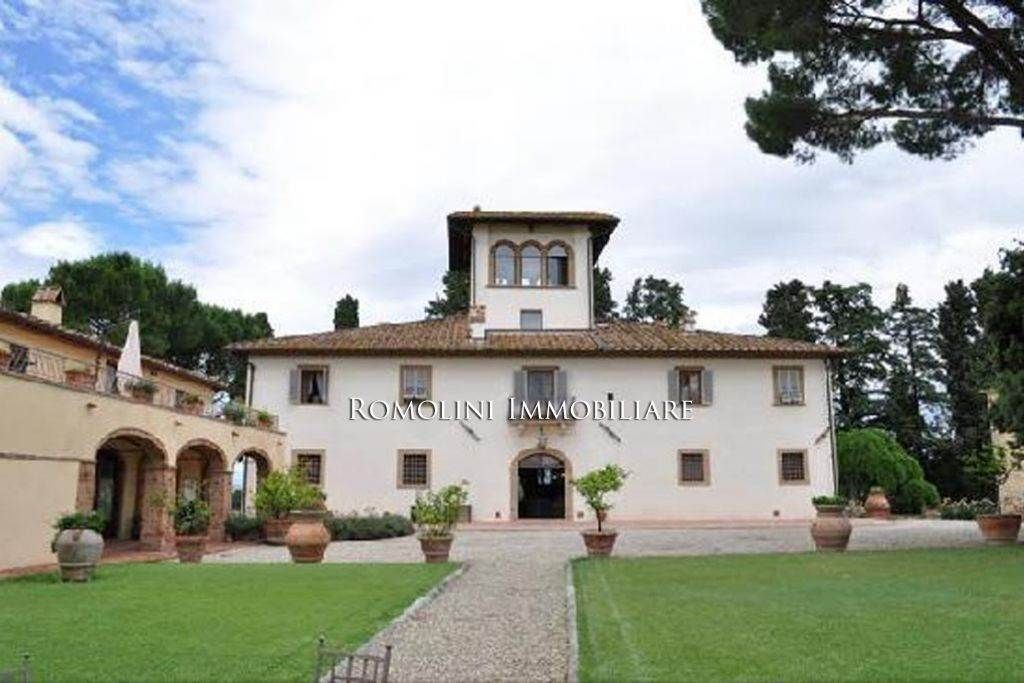 Vineyard for sale at tuscany villa with country house winery and 180ha of land