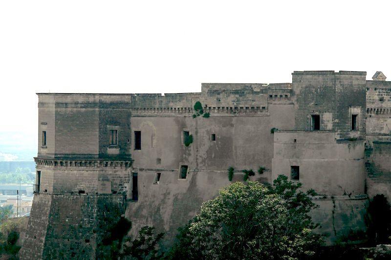 Viaggio in Puglia con i bambini, a Massafra per scoprire la leggenda del Mago Greguro, le gravine, le abitazioni rupestri, le meraviglie barocche ed il cibo