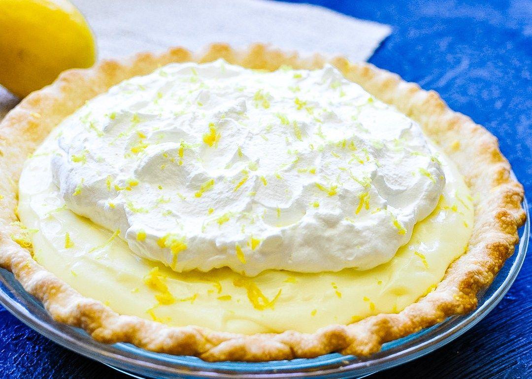We Love Lemon Pie When I Found This Recipe For Sour Cream Lemon Pie In My Mom S Old Recipe Box I Had T In 2020 Lemon Recipes Lemon Sour Cream Pie