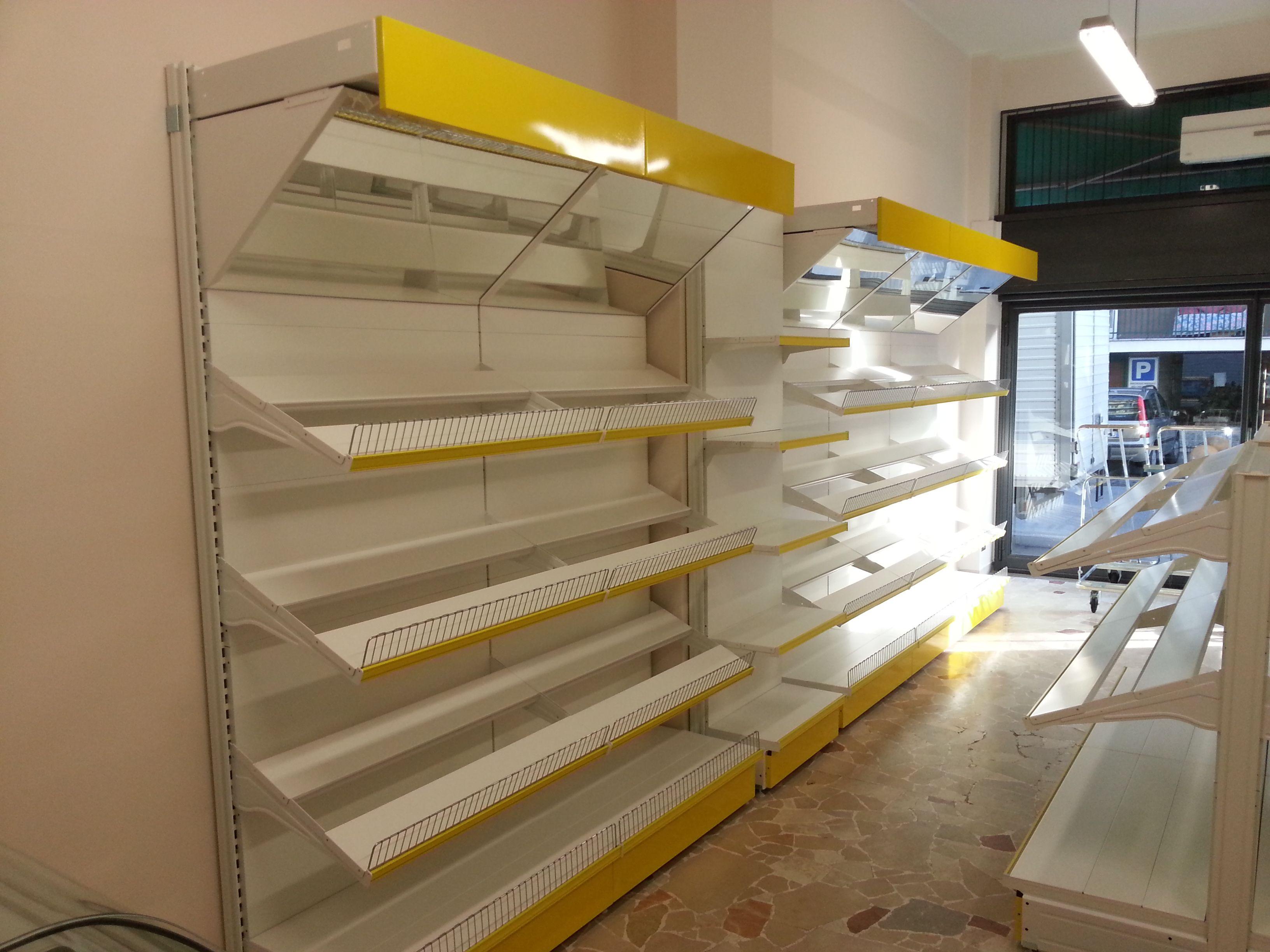 Arredamento Negozi In Legno : Realizziamo arredi per negozi di frutta e verdura con scaffalatura