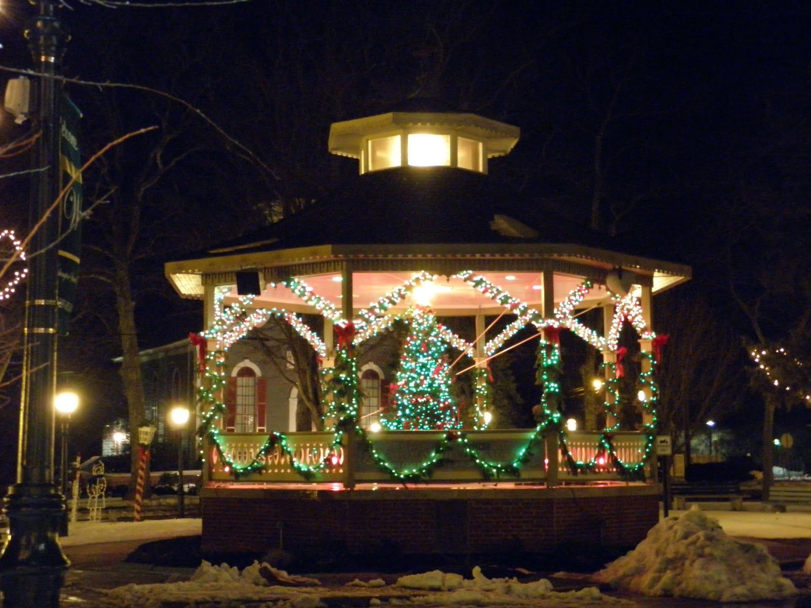 Picture Of Beautiful Outdoor Gazebo Lighting Outdoor Christmas Tree Outdoor Christmas Decorations Decorating With Christmas Lights