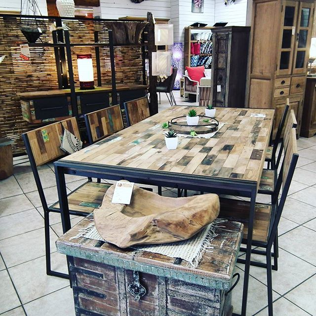 Table De Repas Ethnique Industrielle En Bois Et Metal Recycles Chez Meuble Passion A Nice Www Meuble Passio Avec Images Meuble Bois Massif Mobilier De Salon Table Bois