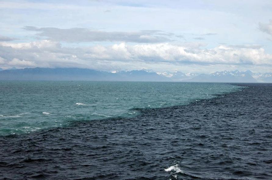 Hay un lugar en el golfo de Alaska donde se juntan dos océanos pero no se llegan a mezclar. LO QUE DIOS HACE ES IMPRESIONANTE♥