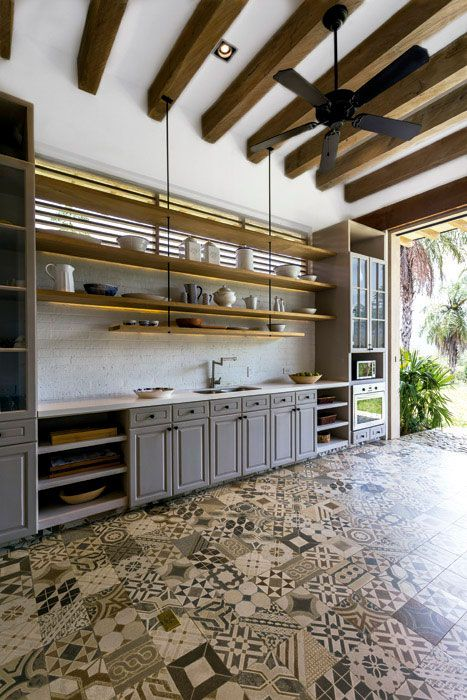 En un volumen aparte, perfectamente ventilado, la cocina de tipo ...