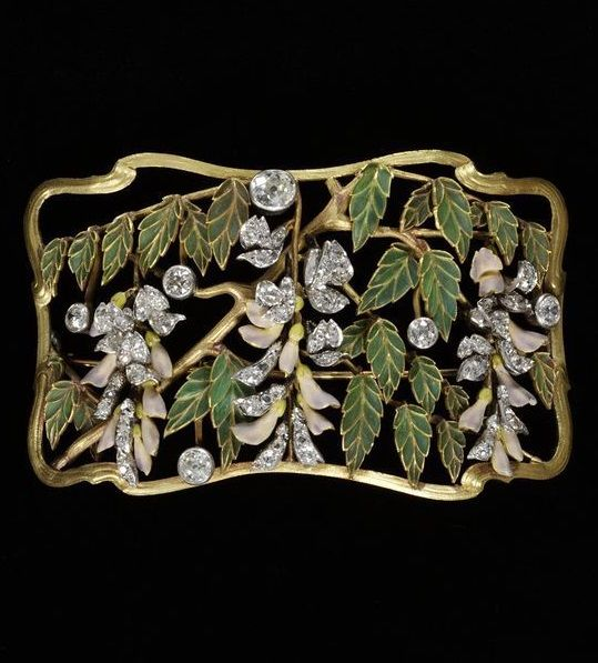 Plaque from a 'Dog collar' necklace decorated with foliage and wisteria blossoms, enamelled gold and diamonds set in silver, made in France, about 1900. #ArtNouveau #Plaque