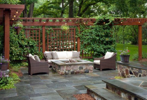 La décoration extérieure avec un treillis de jardin | Patios