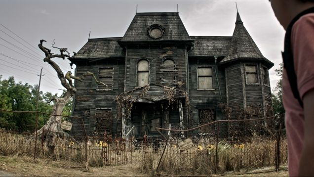 The 19 Scariest Freakiest Haunted Houses In Movies And Tv Scary Haunted House Creepy Houses Haunted House
