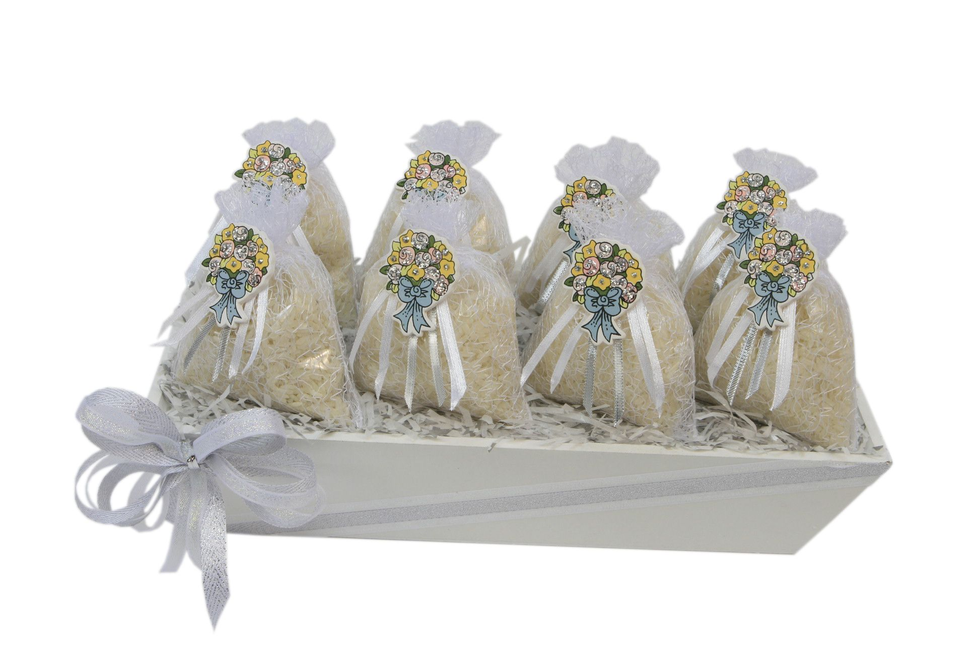 798044288 Recuerdos para boda. Base de madera con bolsas de organza color blanco
