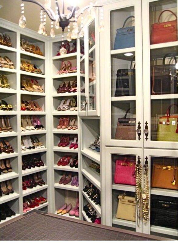 Pin de dena barnes en bath pinterest armario y espacios for Muebles para colocar zapatos