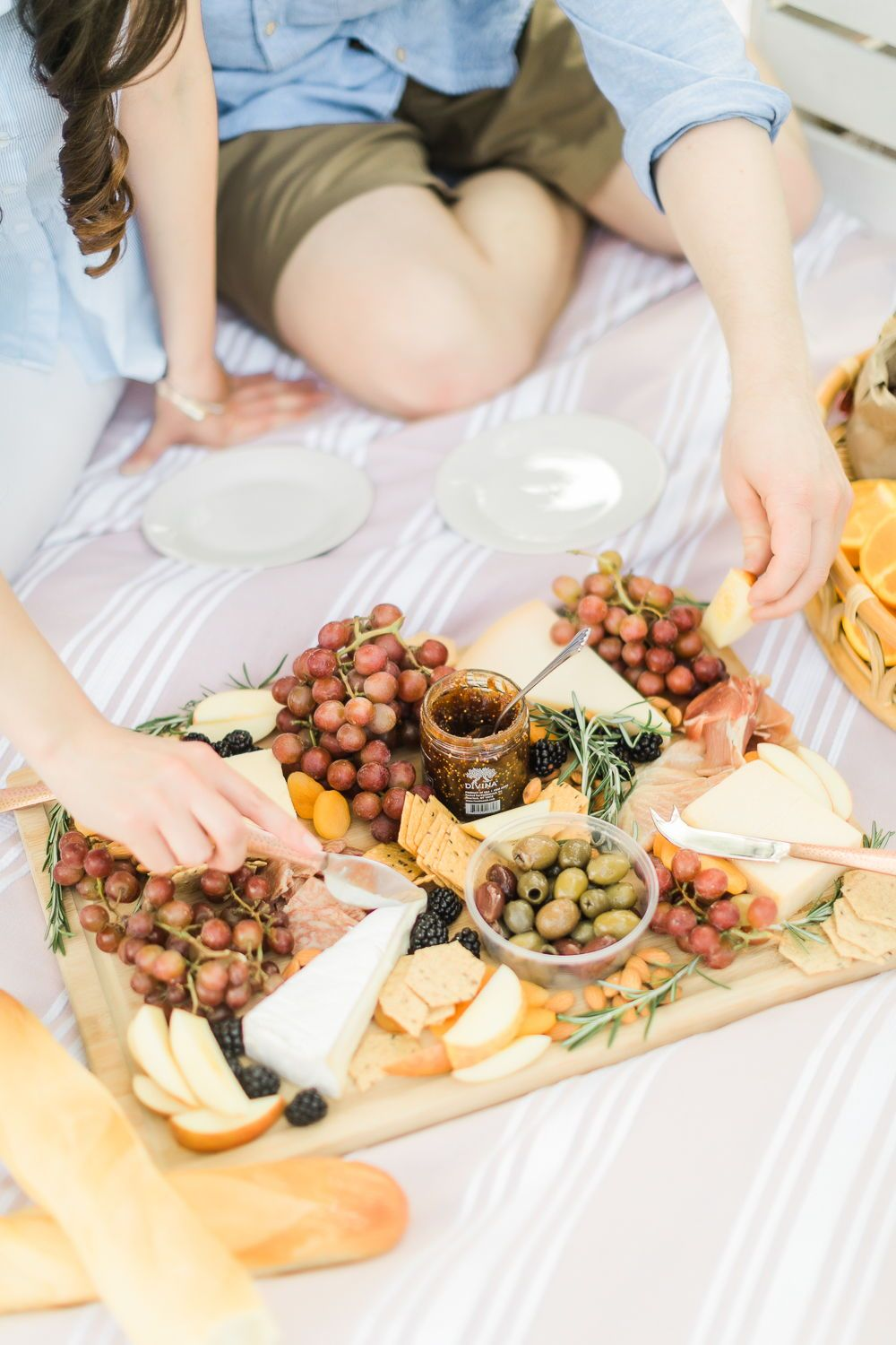The Perfect Picnic Date: Romantic Summer Picnic Ideas for Him | Picnic date  food, Picnic foods, Charcuterie picnic