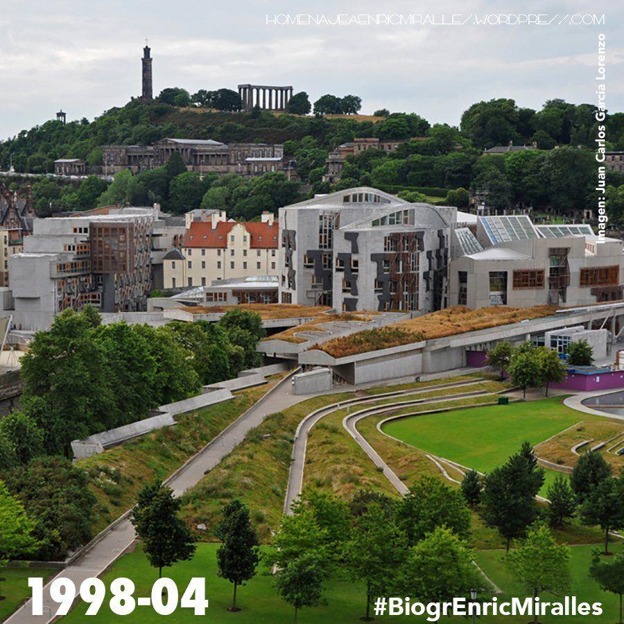 #BiogrEnricMiralles El Parlamento debería ser capaz de reflejar la tierra que representa #EMBT