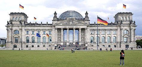 Architektur Des Reichstagsgebaudes Reichstagsgebaude Gebaude Europa Reisen