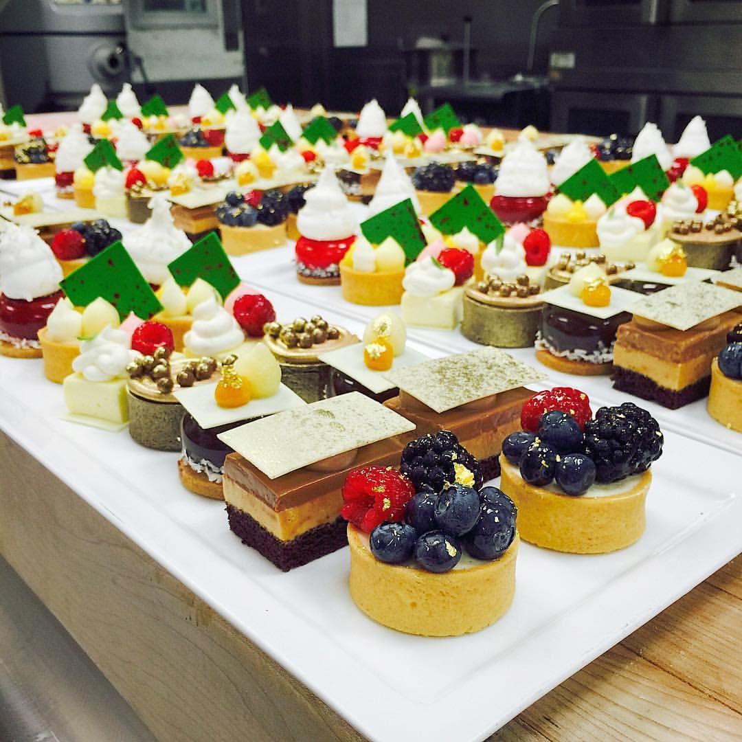 Afternoon tea party at @stregisbalharbour #TagsForLikes #Bachour #bachourchocolate #bachourchocolatebook #bachoursimplybeautiful #chocolate #theartofplating #chefstalk #chefsofinstagram #gastroart #antoniobachour #bachour1234 #valrhona