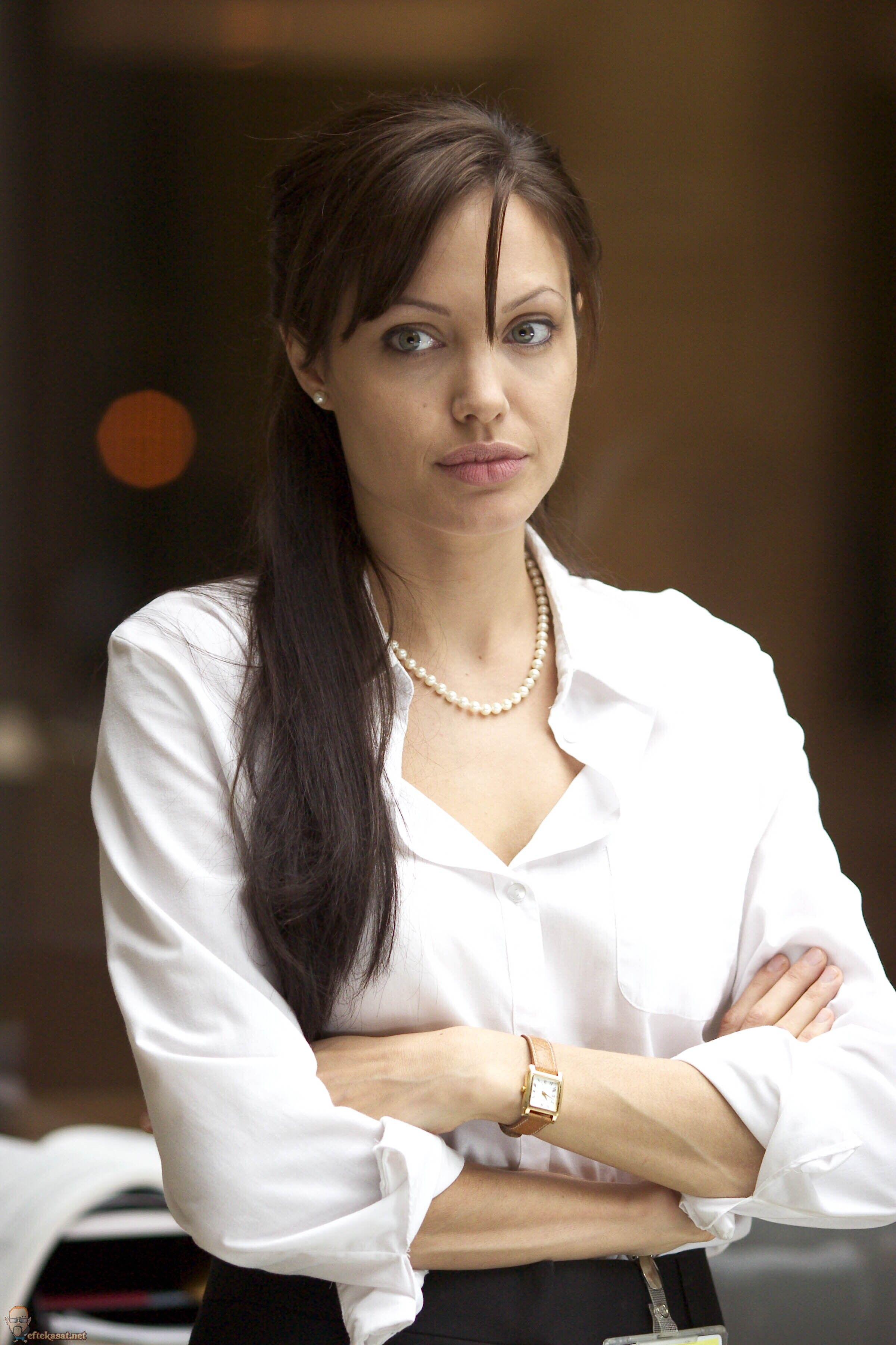 "Angelina Jolie In ""Taking Lives"" 2004 Stills"
