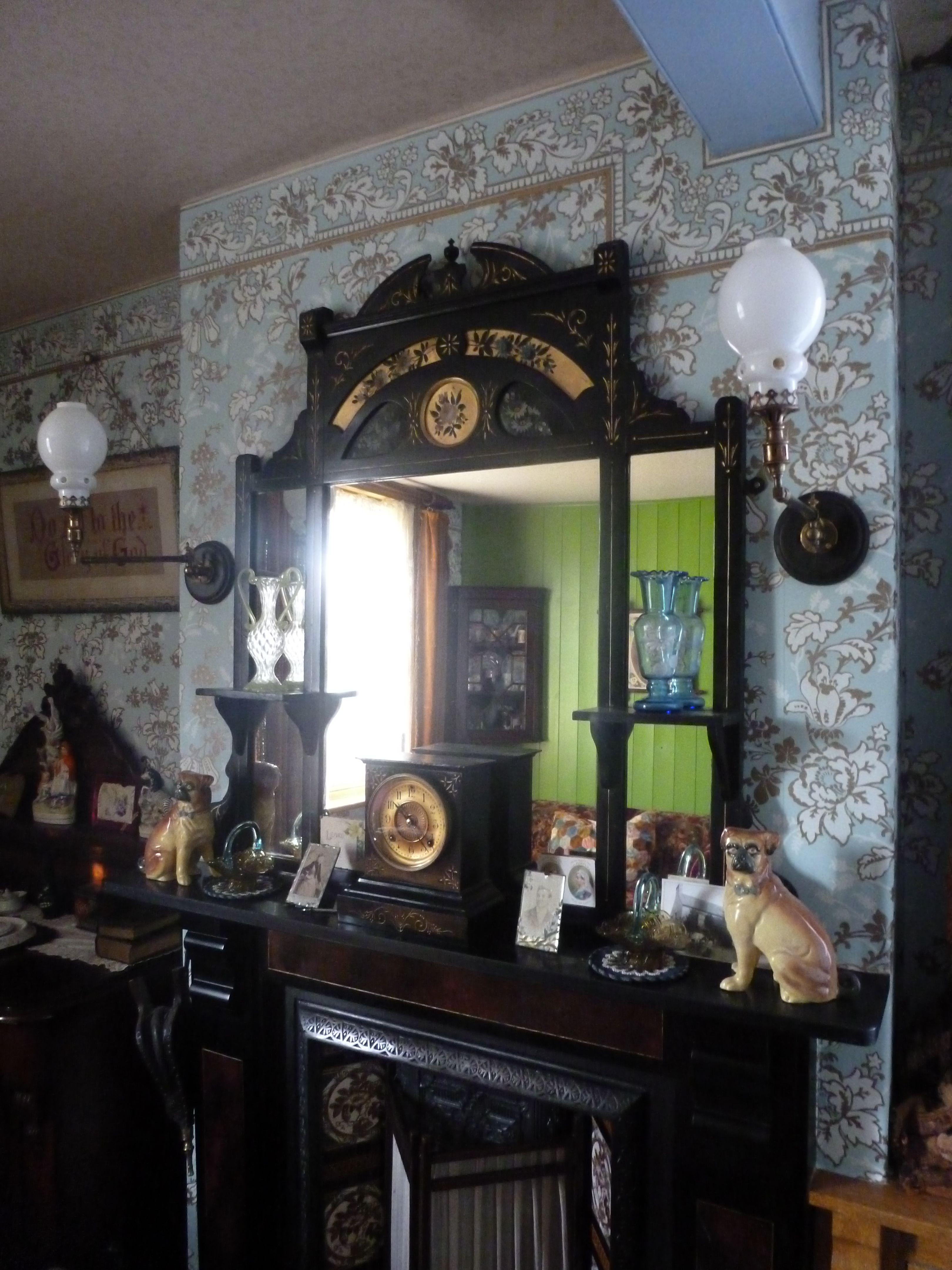 Edwardian Drawing Room: 1890s Victorian Parlour Drawing Room Interior In An Upper