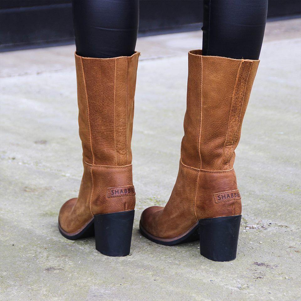 Deze Shabbies laarzen hebben hun stoere uiterlijk te danken aan de edgy  rubberen blokhak. Het
